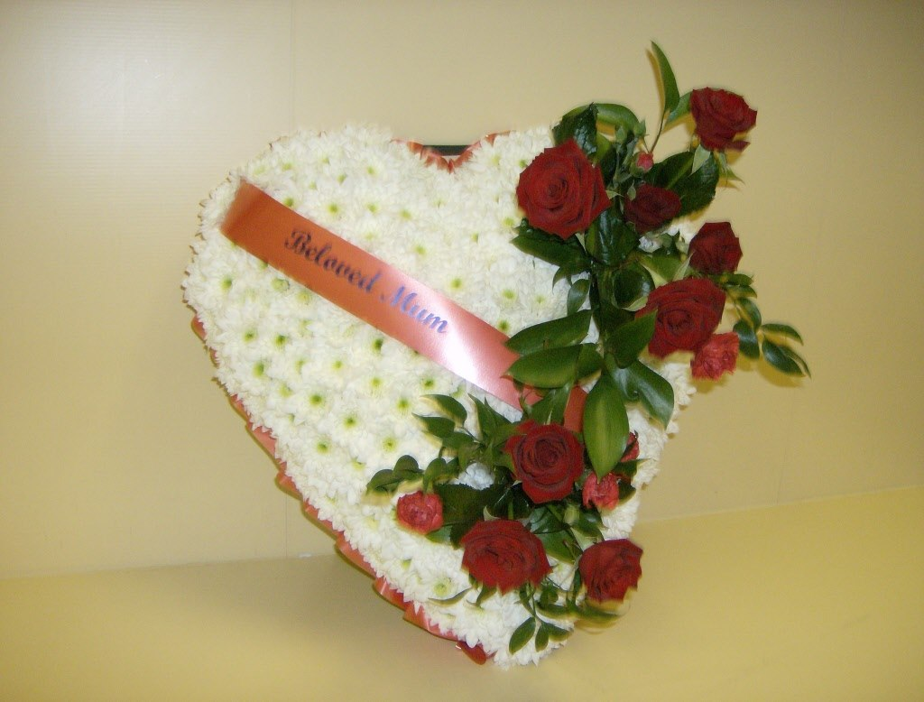 Funeral tribute flowers delivery cupar st andrews newburgh perth heart izmirmasajfo